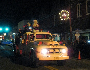 Light up Woodstock Parade